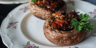 Pepper-stuffed Mushrooms